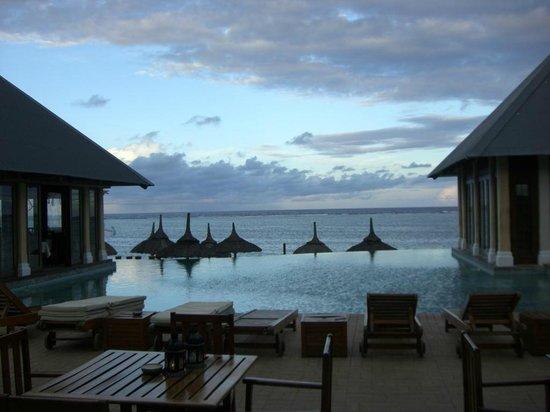 C Palmar Mauritius: bar ristorante con piscina