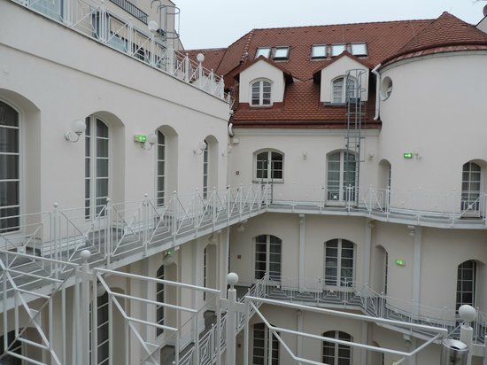 Hotel Nestroy: Vue de la cour intérieure