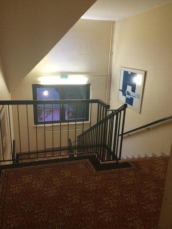 Hotel des Vosges : descente escalier