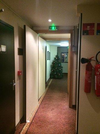 Hotel des Vosges : couloir sortie ascenseur