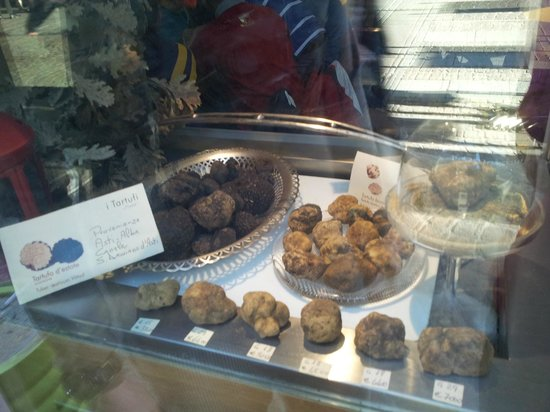 I Tartufi Bistrot: The cabinet filled with terrific-smelling truffles