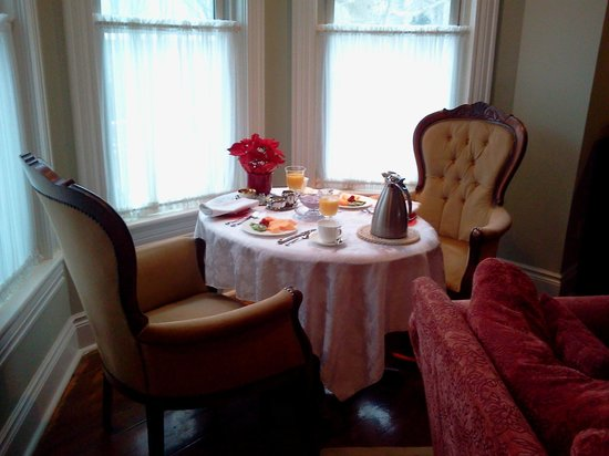 Everheart Country Manor: Breakfast for one couple