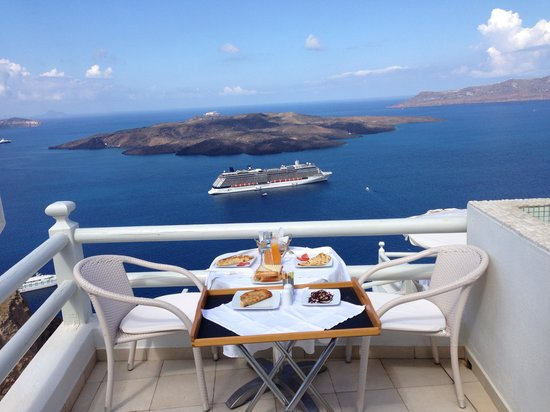 Adamant Suites : The breakfast on the balcony