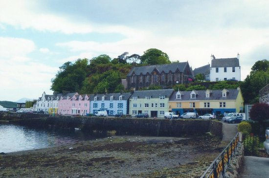 Portree, UK: Quayside Houses.