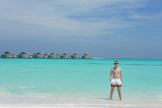 Six Senses Laamu : Пляж между 1й и 2й косой