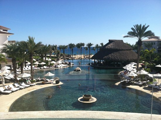 Cabo Azul Resort : view outside room over looking ocean