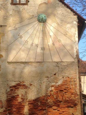 Tkalčićeva: Close up shot on sundial