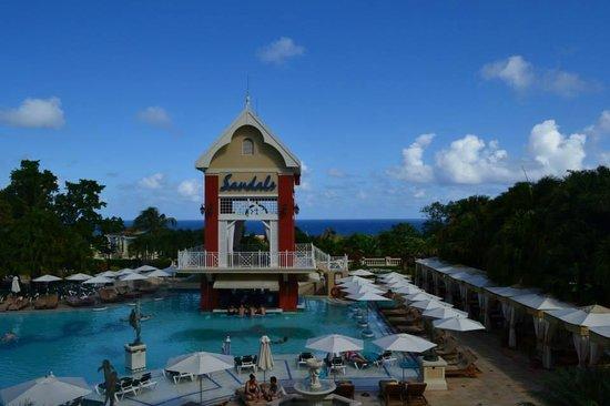 Sandals Ochi Beach Resort: Main pool on Villa side