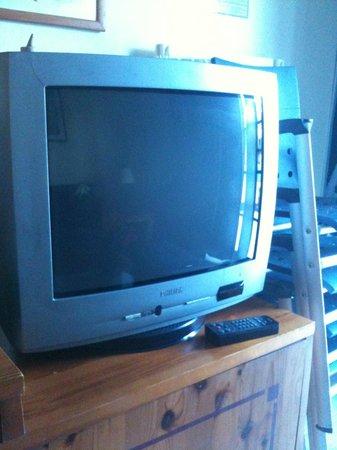 THB Tropical Island: television muy anticuada y de muy mala calidad