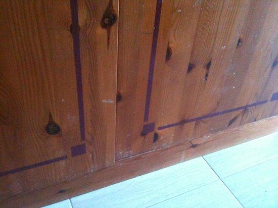 THB Tropical Island: muebles muy desgastados y anticuados