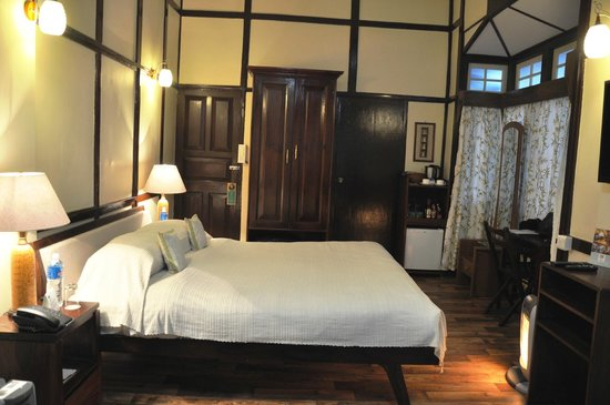 Cafe Shillong Bed & Breakfast: Luxury room