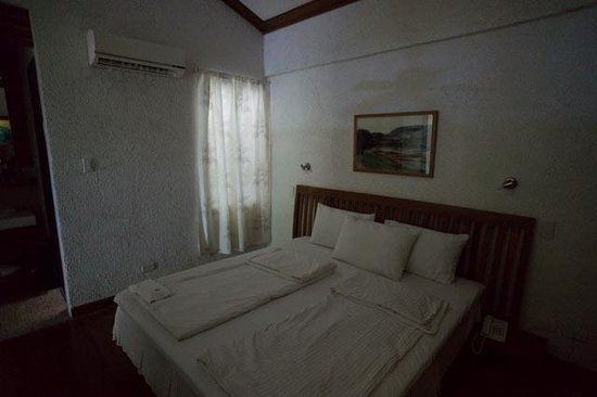 The Strand : bedroom