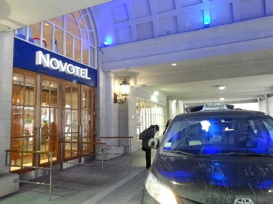 Novotel Toronto Centre: 玄関