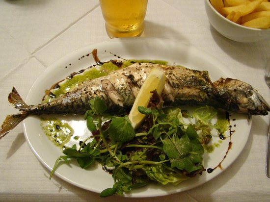 The Tinners Arms: Mackerel with chips and leaf salad