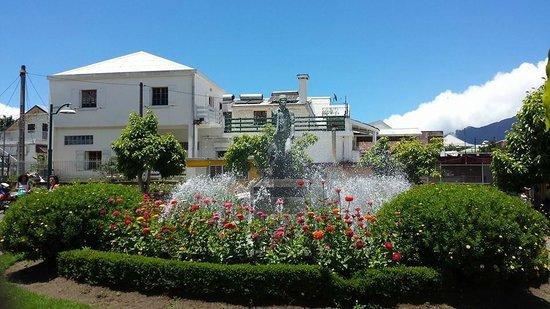 Road to Cilaos: Cilaos - fountain in the centre of town