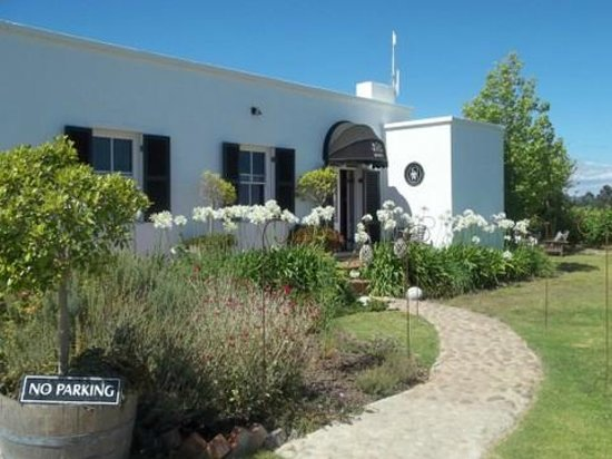 Bramon Wine Estate: Front of the restaurant