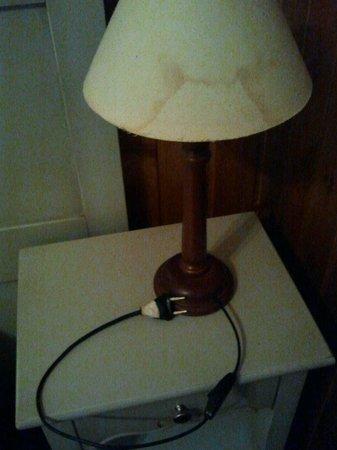B&B Al Ponte : lampada con nastro adesivo... una sicurezza !