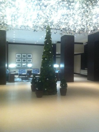 The Westin Portland Harborview: Holiday Tree & Chandelier Lights in the Lobby