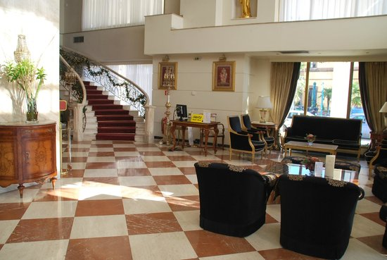 Mediterranean Palace Hotel: elegant lobby