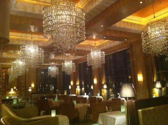 The private dining room at celebrities restaurant for Best private dining rooms dubai