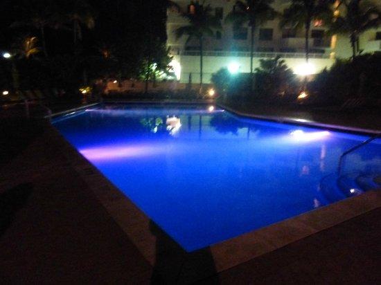 Holiday Inn Miami Beach : piscina