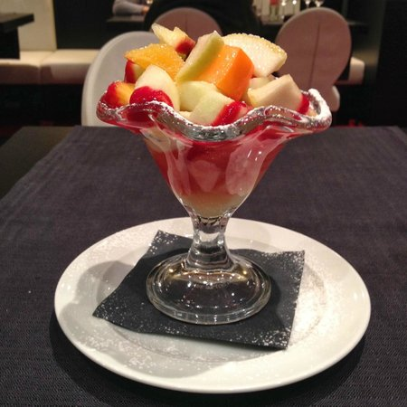 Ramada Brussels Woluwe: Fresh fruit salad – wonderful!