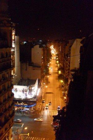 Hotel Wilton: Vista noturna do cruzamento entre Av. Callao e Av. Santa Fé