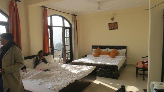 Mussoorie Gateway: Room 208