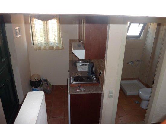 Asterias Village Resort: Kitchen and bathroom