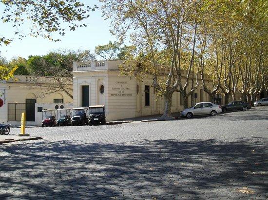 Avenida General Flores: Le consulat et le centre culturel d'Argentine à l'angle de General Flores et Virrey Cevallos