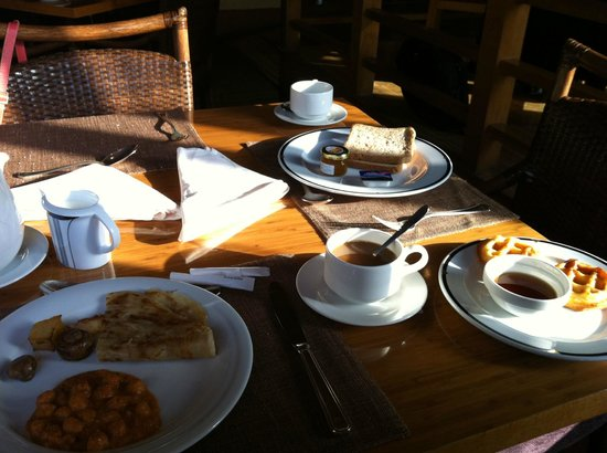Crowne Plaza Dubai-Deira: Breakfast - Simple