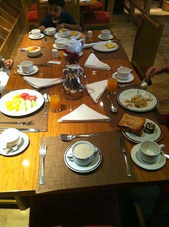 Crowne Plaza Dubai-Deira: Spice Island Breakfast