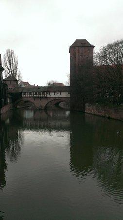 Nuremberg: City of Empires Tours: 郵便局の近くから