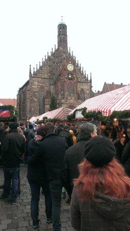 Nuremberg: City of Empires Tours: 街の中央にて
