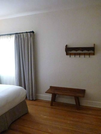 Hotel St. Francis: Room with bench for suitcase