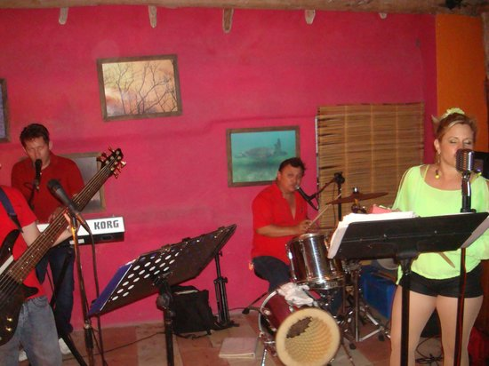 Posada Amor: singer