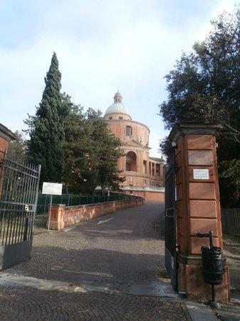 Santuario di Madonna di San Luca: l'entrata del concello