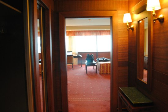 Grand Hotel Sofia: Entering the room