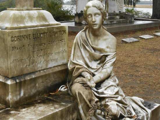 Corinne Lawton's grave and story brought to life by Susan Davis of  Bonaventure Cemetery Tours