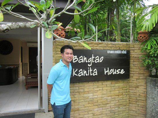 Bangtao Kanita House: reception and friendly young manager