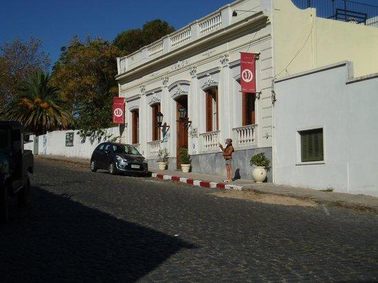 Barrio Historico : L'hôtel La Posada del Virrey sur Espana, en remontant de la jetée du port vers General Flores