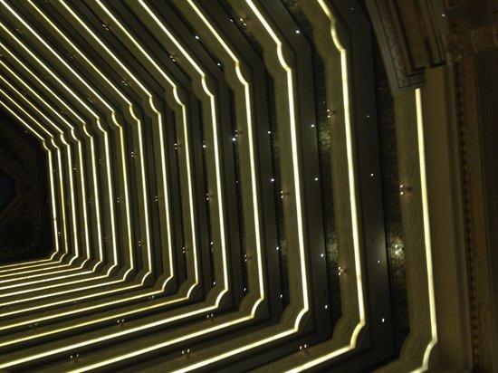 Legendale Hotel Beijing: Vue du hall