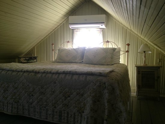 BlissWood Bed and Breakfast Ranch: Upstairs Loft