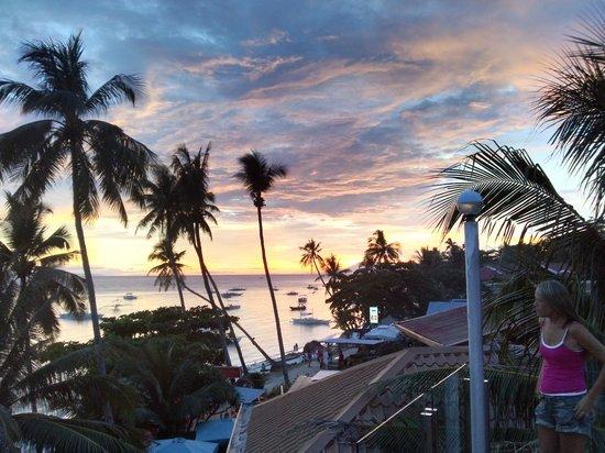 Lost Horizon Beach Dive Resort: Shared balcony