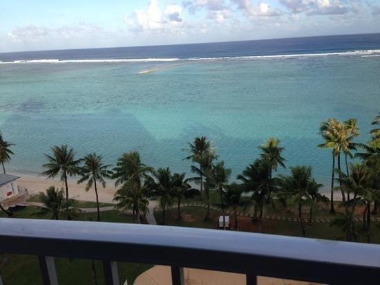Fiesta Resort Guam : フィエスタ デラックスオーシャンフロントのラナイからの眺め