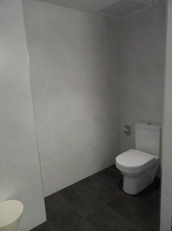 Hotel Dimar: Toilet area