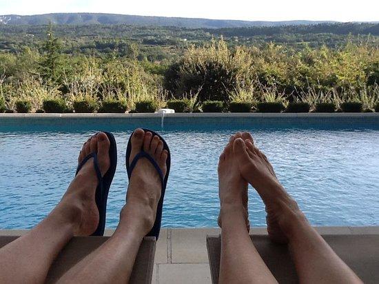 Lou Baou : Enjoying vacation poolside....just like the website!