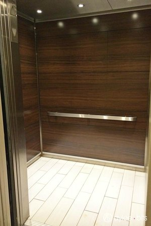 Holiday Inn Express & Suites Boston - Cambridge: Elevator