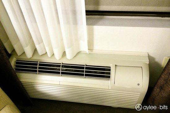 Holiday Inn Express & Suites Boston - Cambridge: AC/Heater system