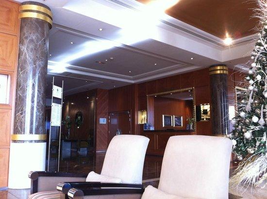Hyatt Regency Nice Palais de la Mediterranee: Hall